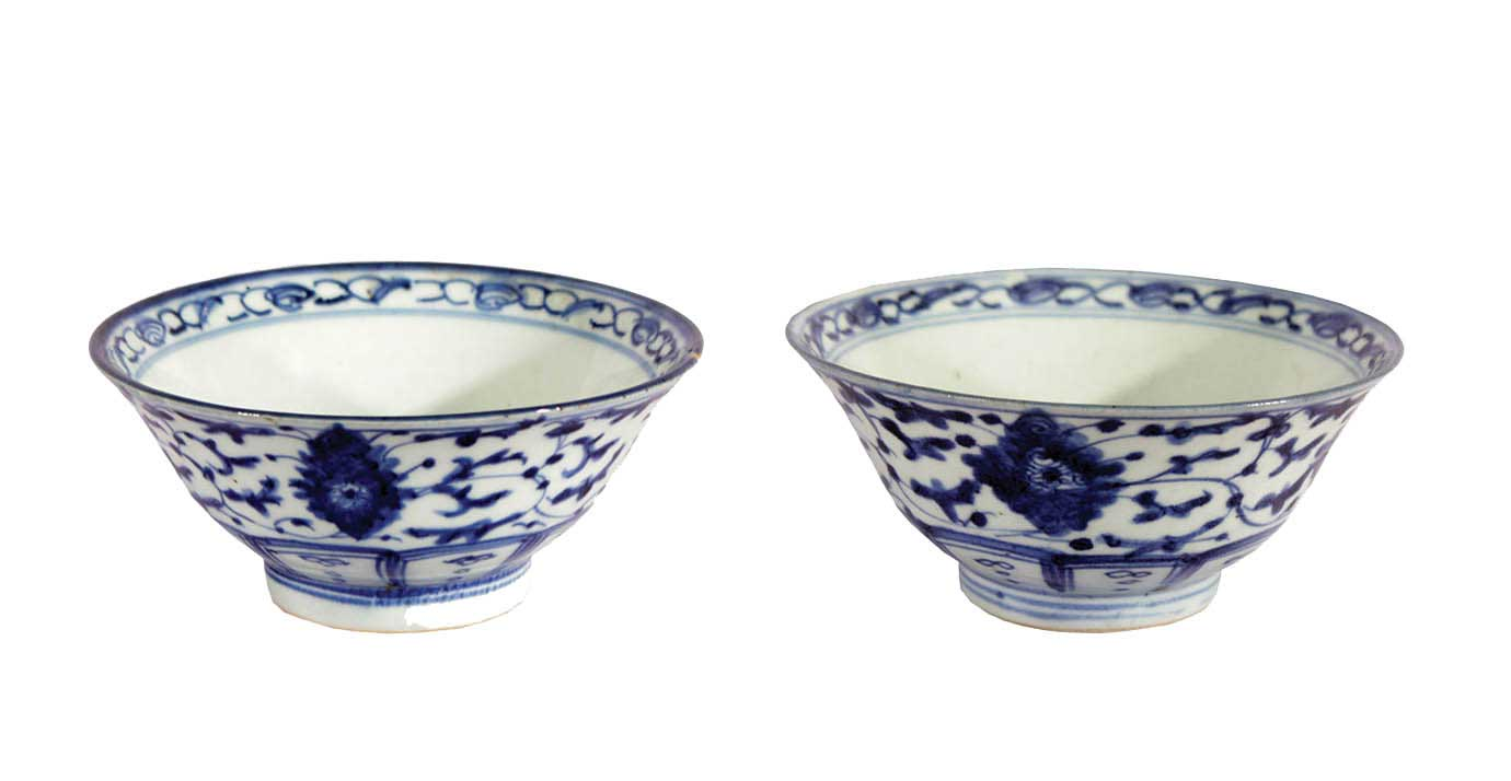 A pair of blue n white ceramic bowls with ornament