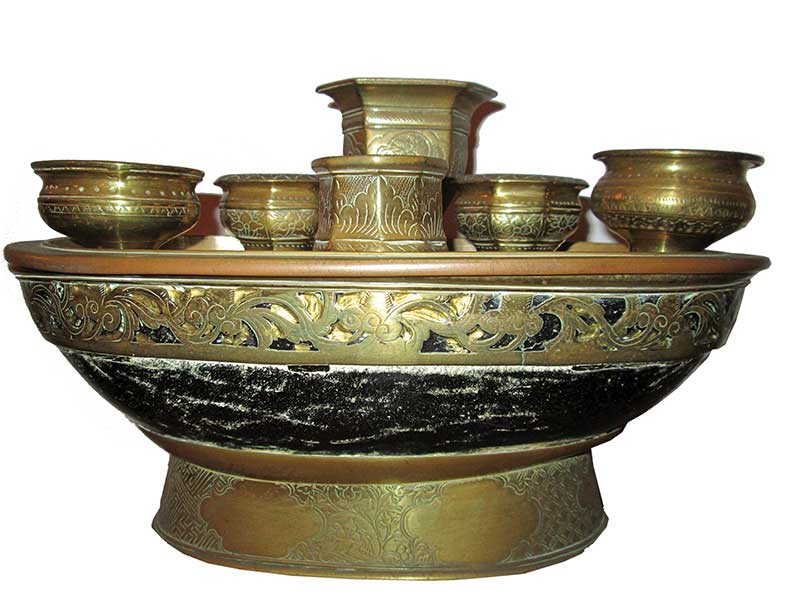 A set of kinangan, comprising of five containers and kacip (betel nut cracker)
