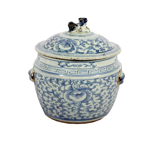 A small blue n white Kamcheng jar with lid